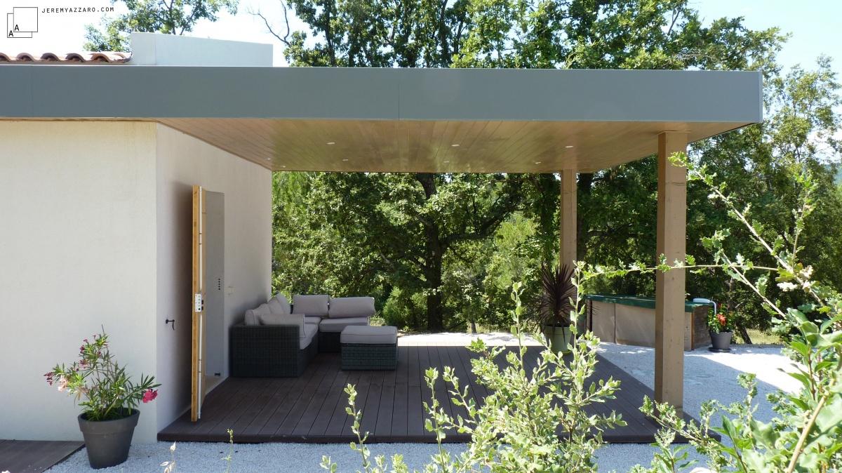 Création d'une dépendance estivale « pavillon des pins » : pergola-moderne-piscine-salon-ete-azzaro-jeremy-azrchitecte-min
