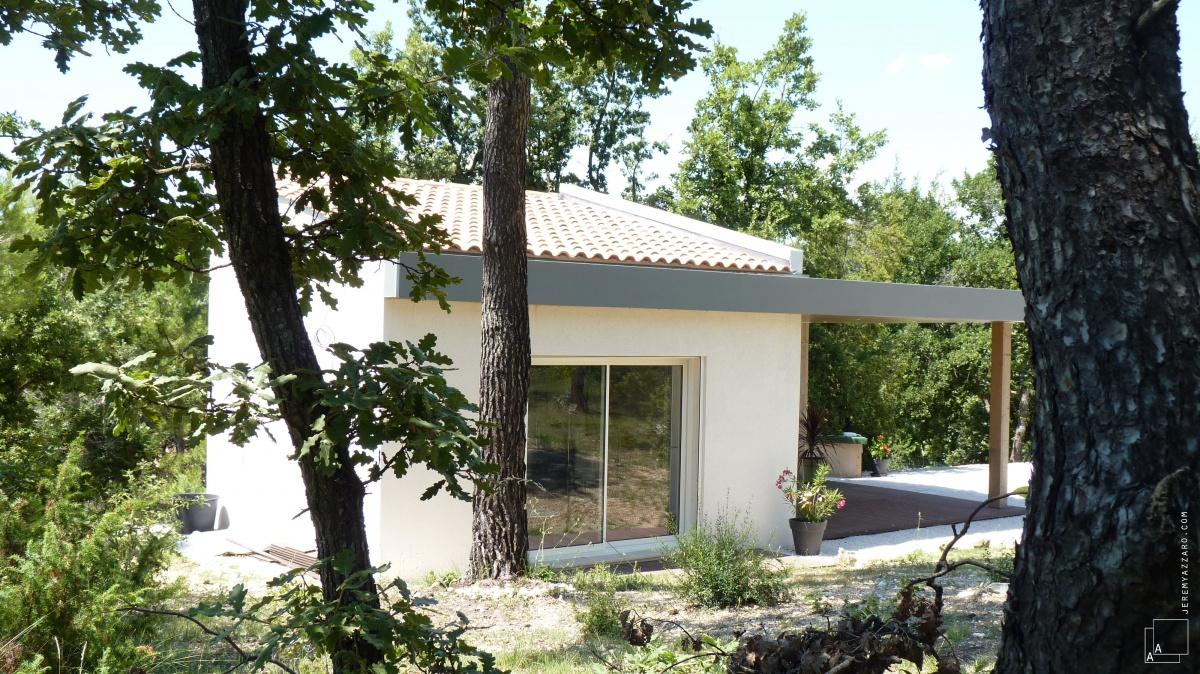 Création d'une dépendance estivale « pavillon des pins » : cabanon-contemporaine-provence-pavillon-architecte-azzaro-min