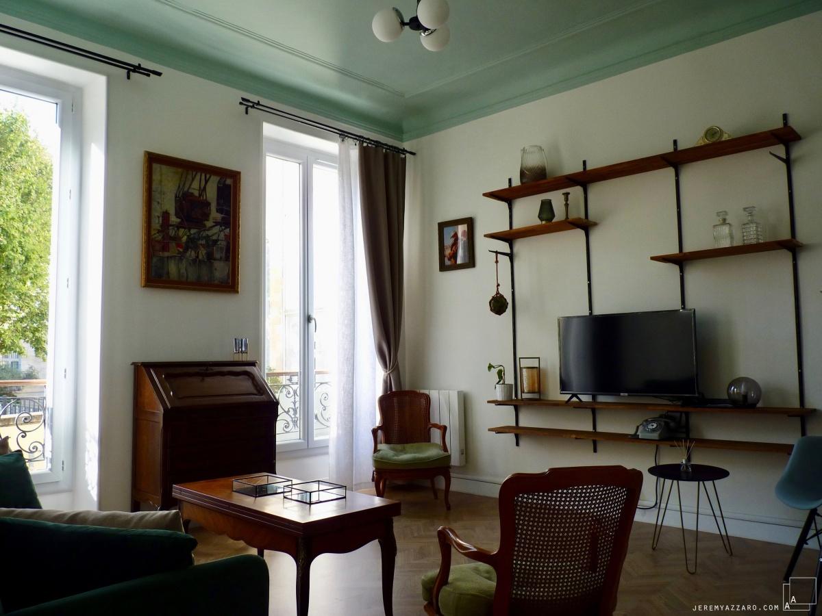 Création de deux appartements « angle deux vies » : bibliotheque-contemporaine-appartement-architecte-marseille-azzaro-min