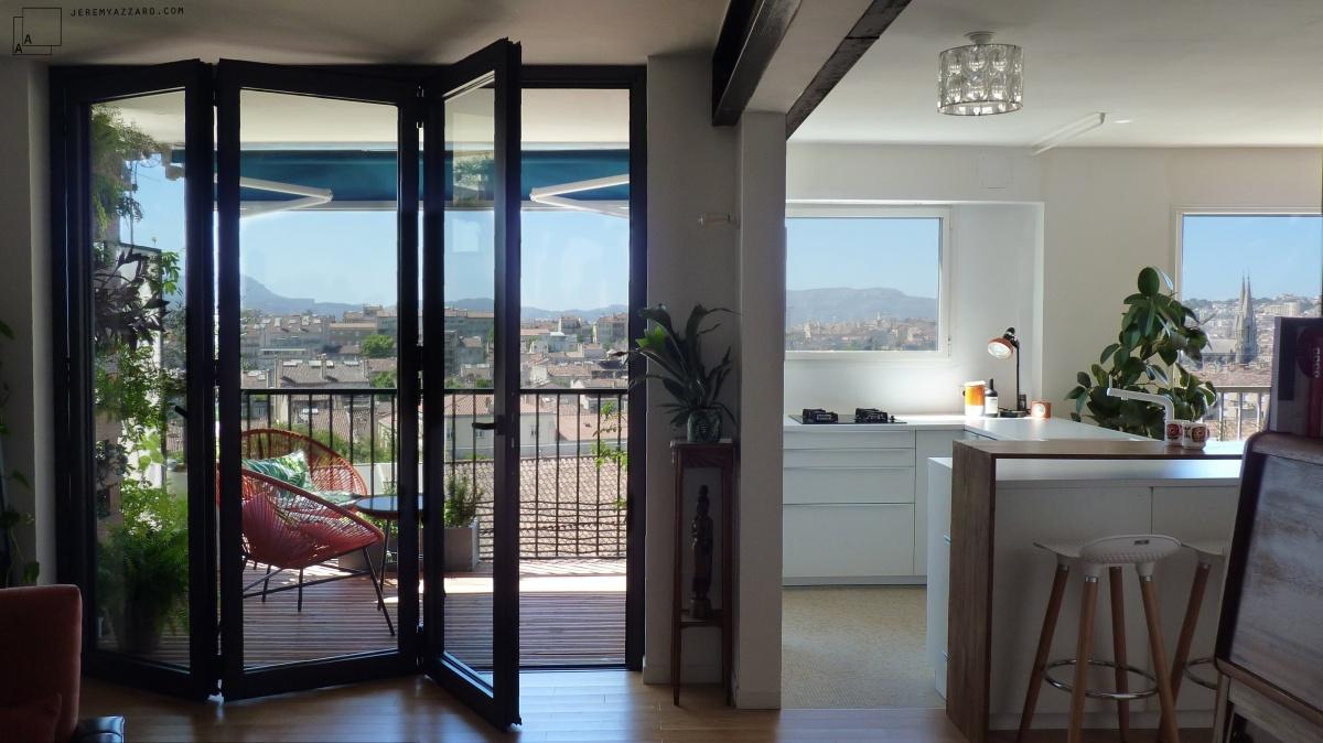 Transformation d'un appartement « la belle vue » : baie-repliablle-accordeon-vue-marseille-architecte-marseille-azzaro-min-min