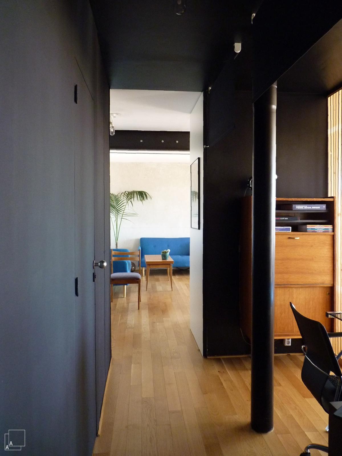 Transformation d'un appartement « la belle vue » : couloir-peinture-noir-marseille-azzaro-architecte-min-min.JPG