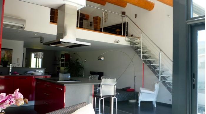 Surélévation d'une Maison de Village : mezanine-surelevation-maison-combles-loft-terrasse-tropezienne-azzaro-architecte