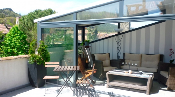 Surélévation d'une Maison de Village : terrasse-surelevation-maison-combles-loft-terrasse-tropezienne-azzaro-architecte