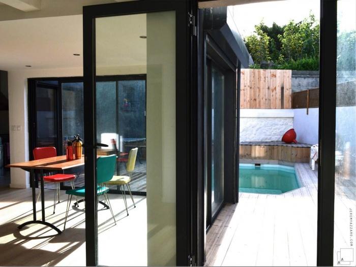 Recomposition intérieure d'une maison marseillaise avec extension contemporaine : azzaro-architecte-villa-marseille-extension-contemporaine-jeremy-azzaro-architecte