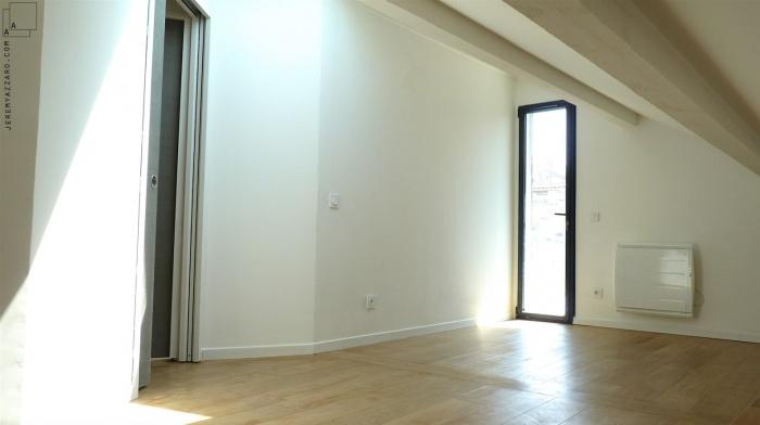 Recomposition intérieure d'une maison marseillaise avec extension contemporaine : extension-contemporaine-villa-marseille--aménagement-combles-chambre-terrasse-jeremy-azzaro-architecte