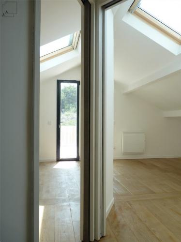 Recomposition intérieure d'une maison marseillaise avec extension contemporaine : extension-contemporaine-villa-marseille-aménagement-combles-surelevation-espace-jeremy-azzaro-architecte