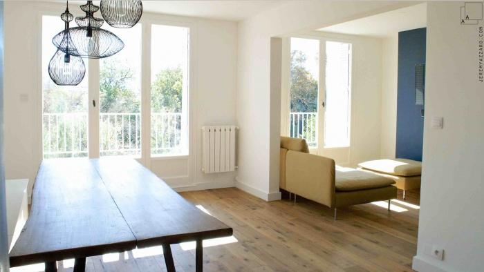 Rénovation et Réaménagement d'un appartement des années 70 : renovation-reamenagement-appartement-marseille-mobilier-table-bois-greg-and-co-jeremy-azzaro-architecte